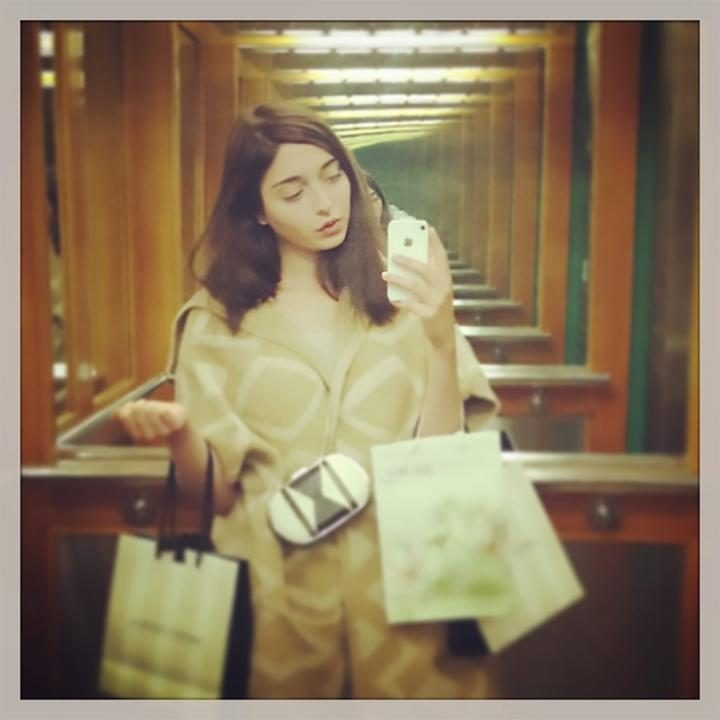 amalia-selfie-large_trans++qVzuuqpFlyLIwiB6NTmJwfSVWeZ_vEN7c6bHu2jJnT8